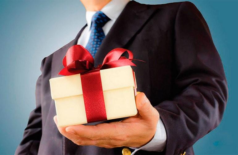 Деловой подарок необходимо тщательно продумать