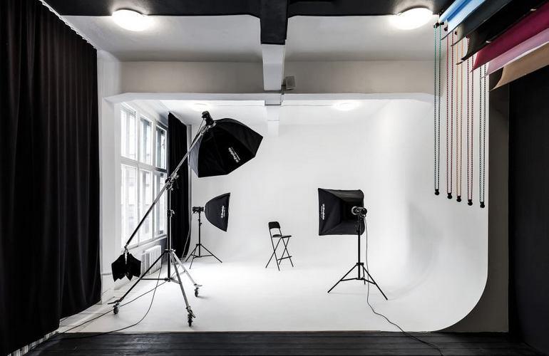 Реклама фотосалона стандартна, как и для другого бизнеса, который относится к сфере услуг