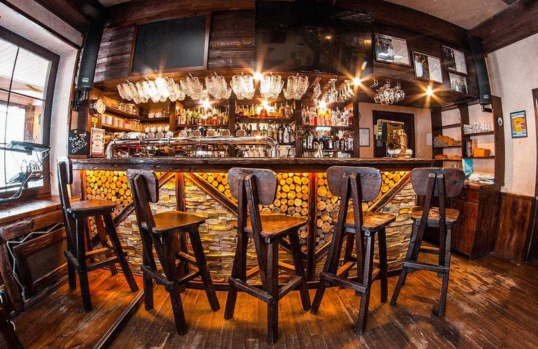 Открытие пивного ресторана — довольно интересная бизнес-идея, которая, несомненно, привлечет клиента