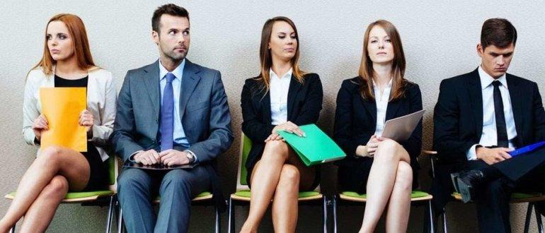 Когда начнут поступать звонки от ищущих работу, кадровое агентство нарабатывает базу анкет соискателей