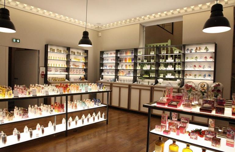 Существует 2 варианта для наполнения ассортимента магазина косметики и парфюмерии
