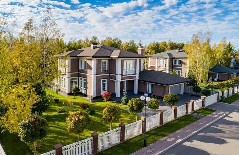 Заработать на коттеджном поселке можно, в первую очередь, продавая недвижимость